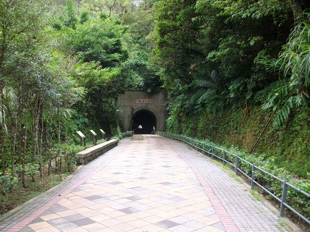 舊百吉隧道的圖片:往前走去即可進入隧道
