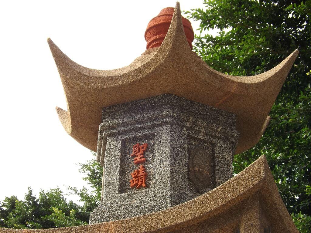 中壢聖蹟亭(新街聖蹟亭)的圖片:六角造型屋頂的聖蹟兩字