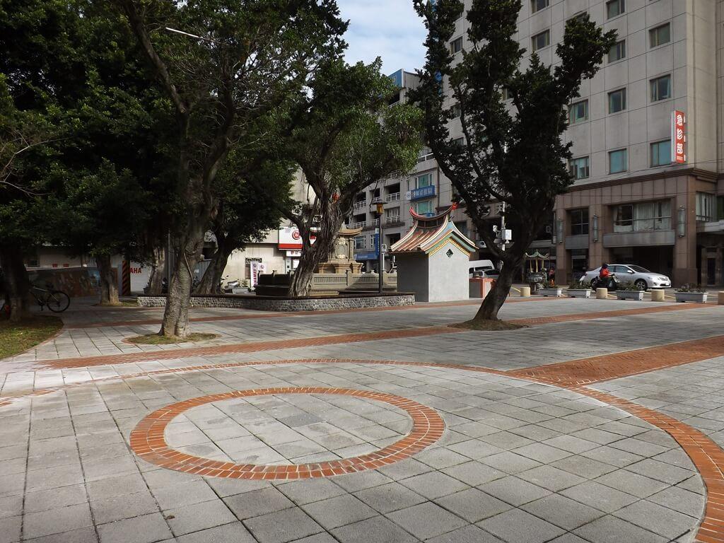 中壢聖蹟亭(新街聖蹟亭)的圖片:在中壢聖蹟亭及東伯公後方的活動空間