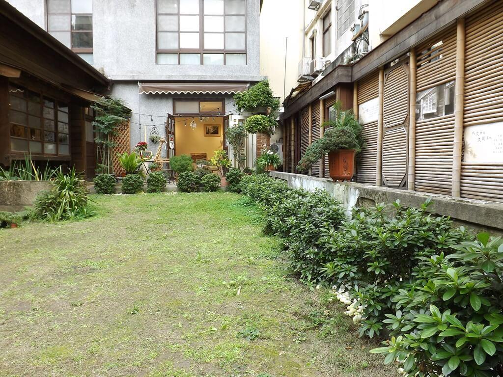 中平路故事館的圖片:院子內的綠草皮
