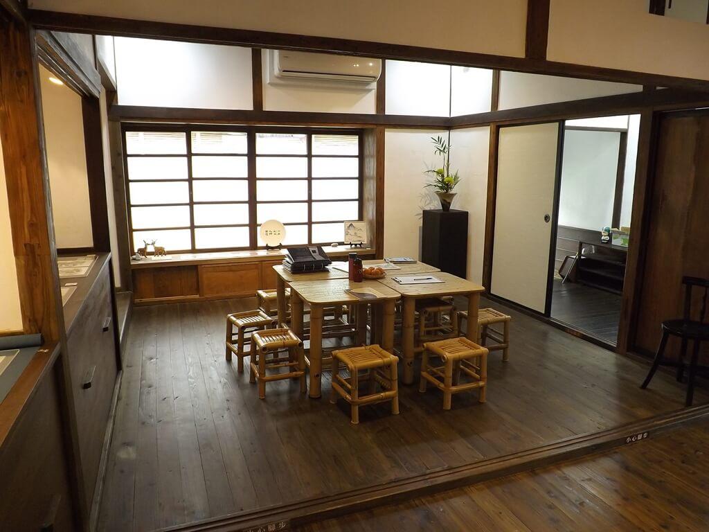 中平路故事館的圖片:客廳的竹製桌椅組