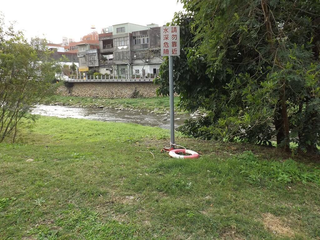 中壢老街溪步道的圖片:水深危險,請勿靠近