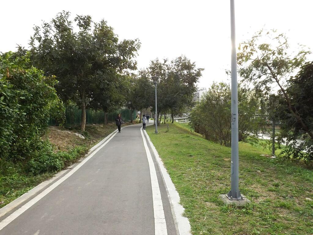 中壢老街溪步道的圖片:彷彿隨時都有人在散步健走
