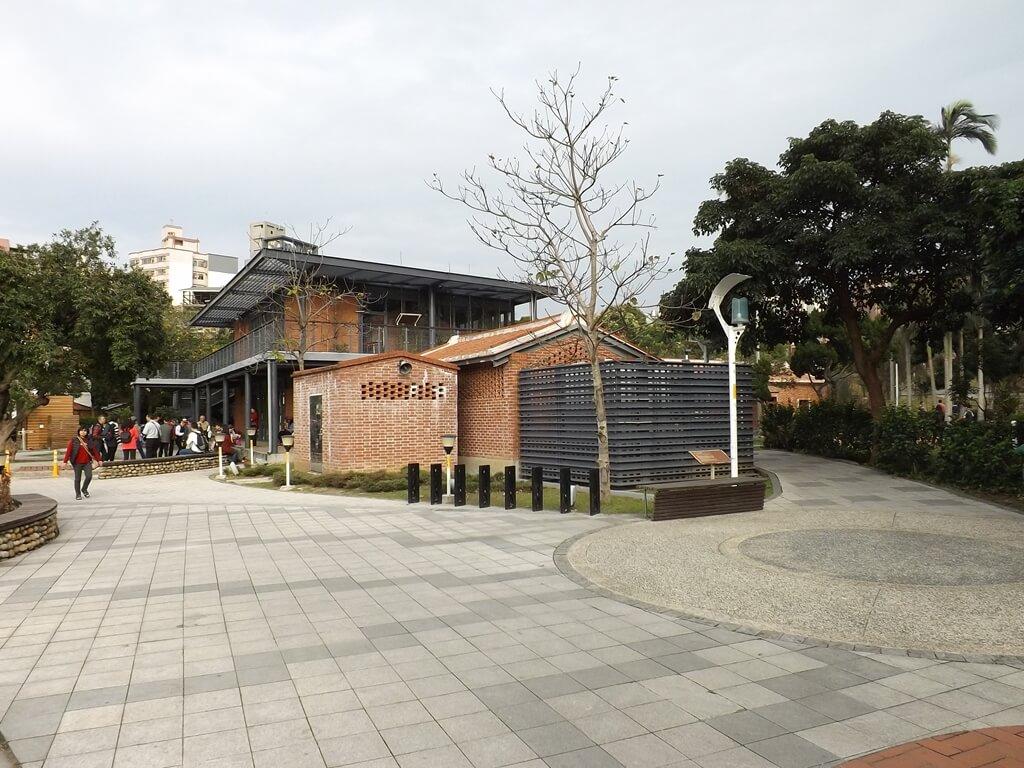 中壢老街溪河川教育中心的圖片:公共廁所一側