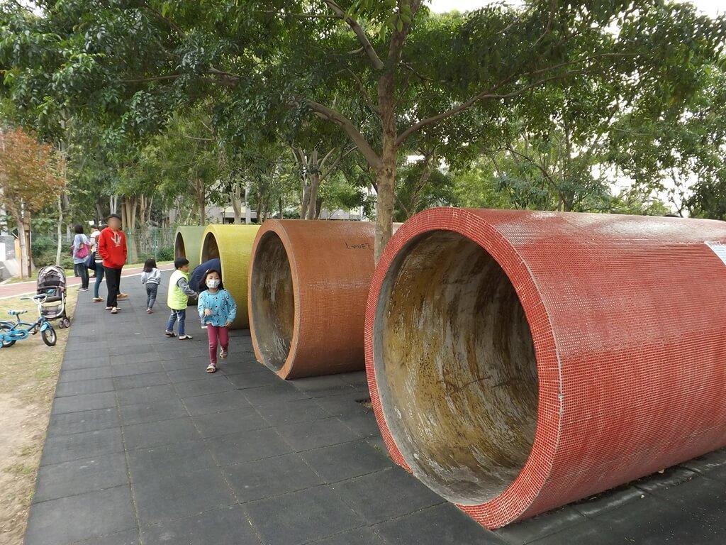中壢老街溪河川教育中心的圖片:廣受小朋友喜愛的時光隧道溜滑梯入口