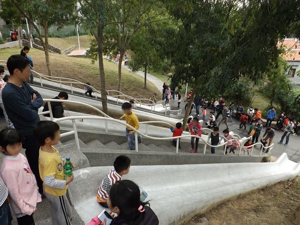 中壢老街溪河川教育中心的圖片:從這角度看這溜滑梯非常陡