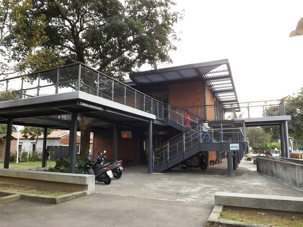 中壢老街溪河川教育中心的圖片:河川生態教育館另一側入口