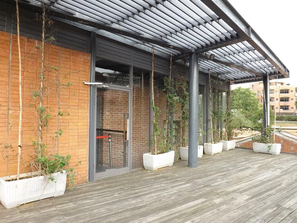 中壢老街溪河川教育中心的圖片:河川生態教育館二樓戶外陽台區