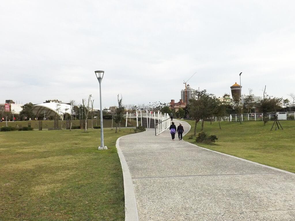 平鎮新勢公園的圖片:分岔的走道