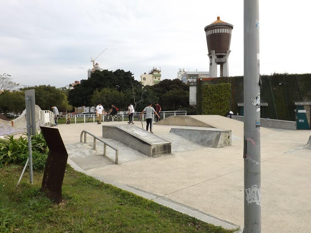 平鎮新勢公園的圖片:滑板玩家