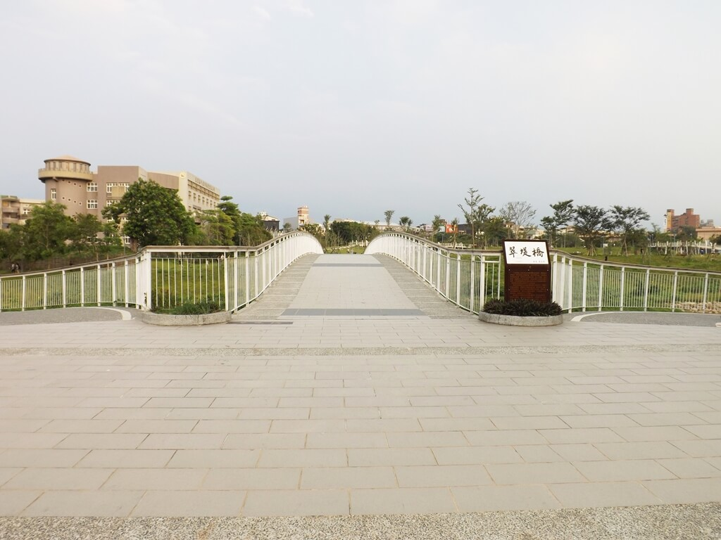 平鎮新勢公園的圖片:翠堤橋是平鎮新勢公園的重要美景