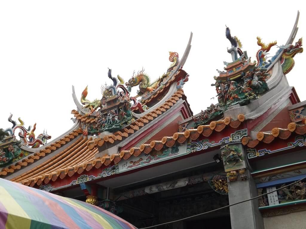 平鎮褒忠祠(義民廟)的圖片:廟頂上方的造型
