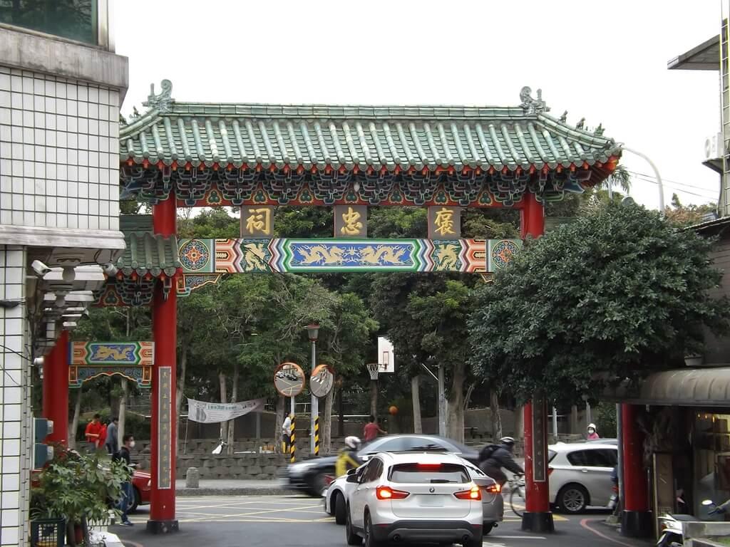 平鎮褒忠祠(義民廟)的圖片:文化街入口處牌樓