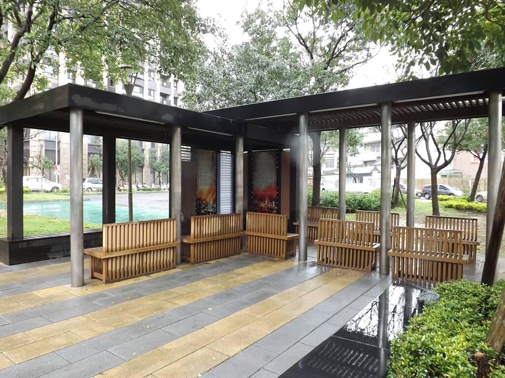 平鎮雲南文化公園的圖片:涼亭座椅都有雲南風格