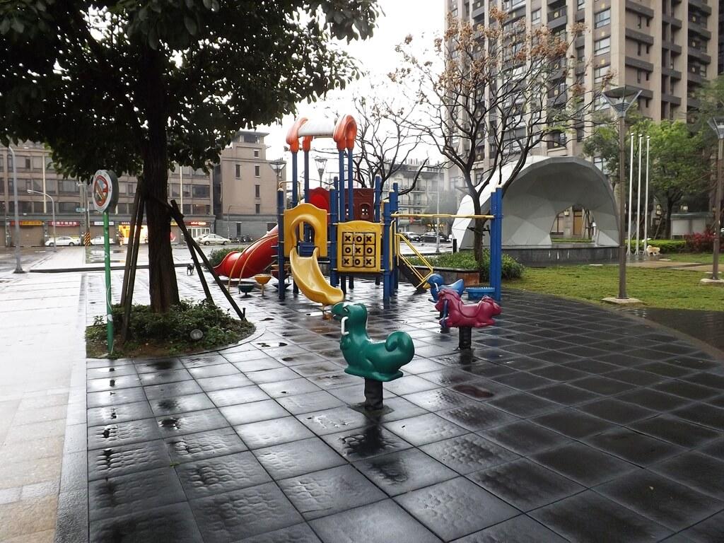 平鎮雲南文化公園的圖片:一般公園常見的兒童遊樂設施