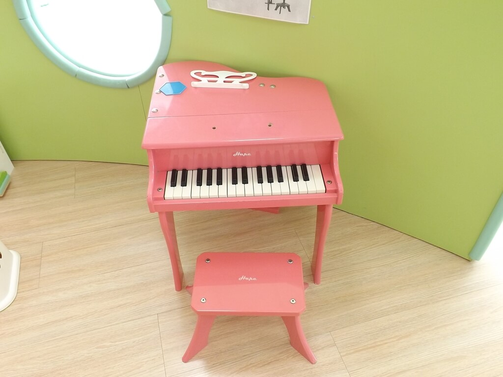 中壢親子館的圖片:粉紅色的鋼琴