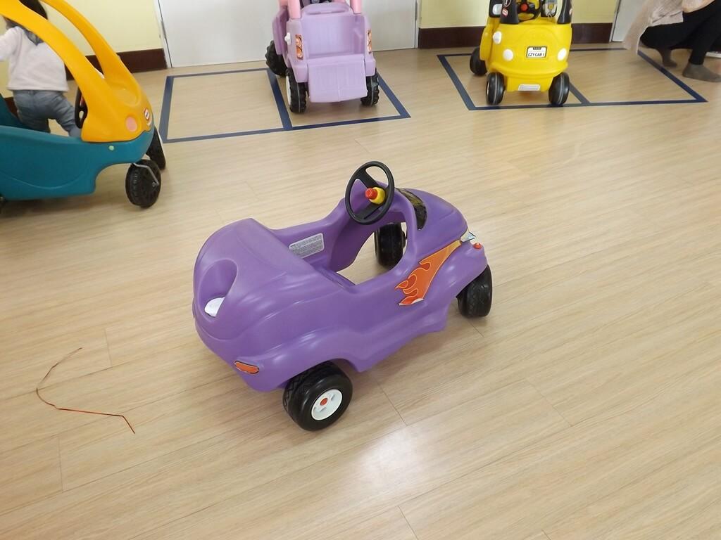 中壢親子館的圖片:可以玩的小汽車