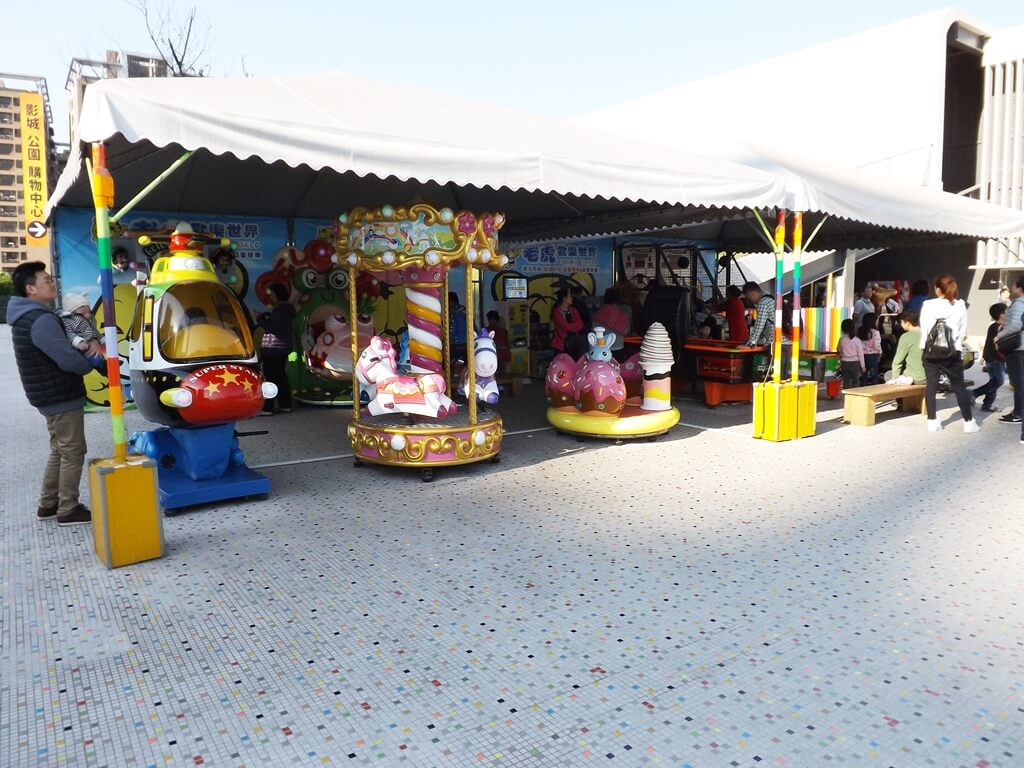 廣豐新天地的圖片:投幣式兒童遊樂器材區