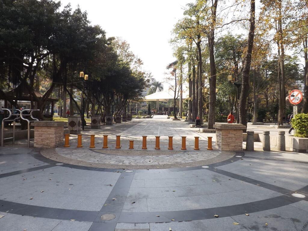 中壢中正公園的圖片:元化路一端入口