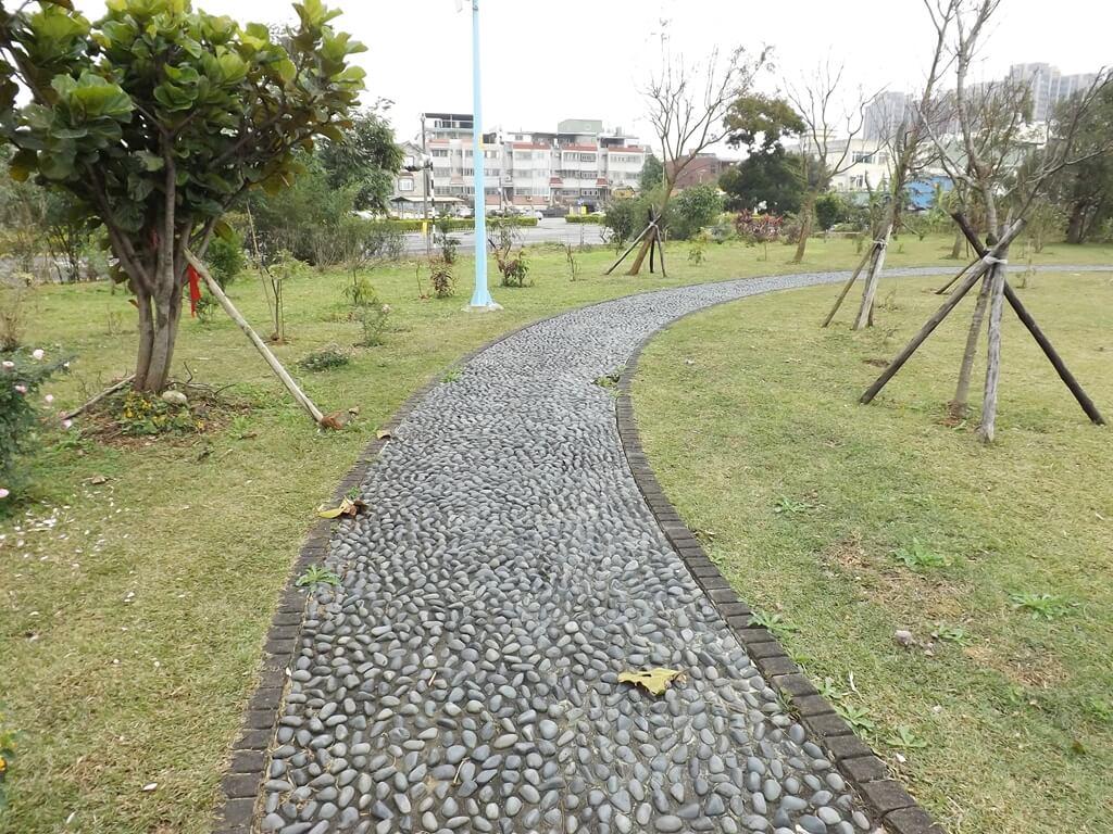 龍岡萬坪公園的圖片:鵝卵石健康步道