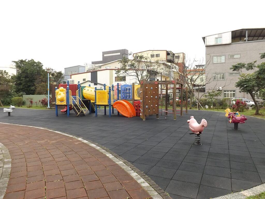 龍岡萬坪公園的圖片:兒童遊戲區