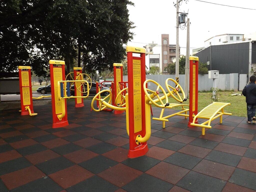 龍岡萬坪公園的圖片:健身器材區