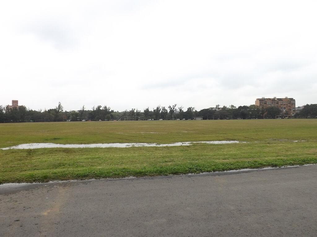 龍岡大操場的圖片:大草皮