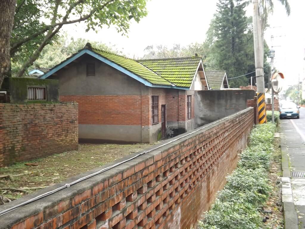 馬祖新村眷村文創園區的圖片:正待整修的紅磚眷村平房