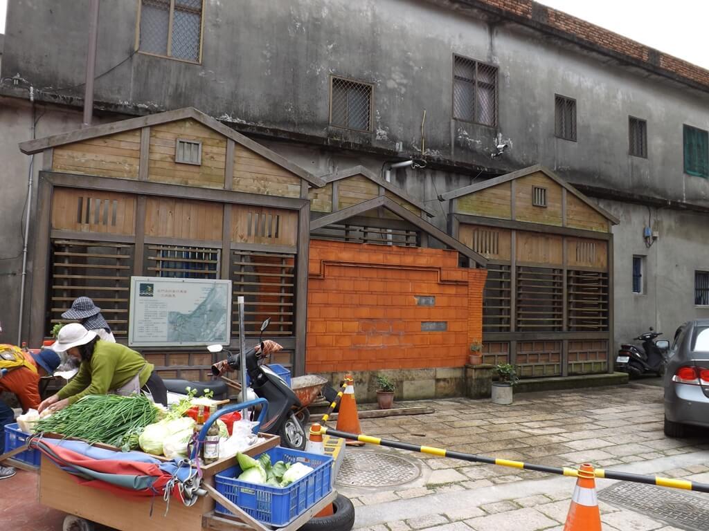 三坑老街的圖片:老街旁賣青菜的菜販