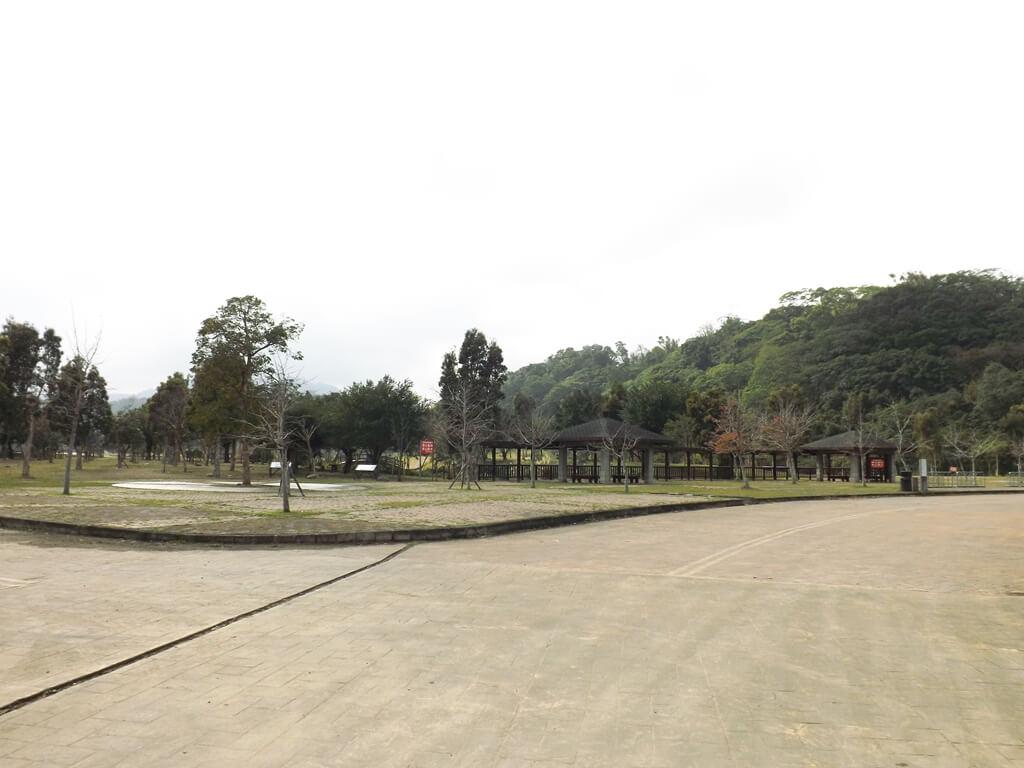 三坑自然生態公園的圖片:寬廣的停車場前景象
