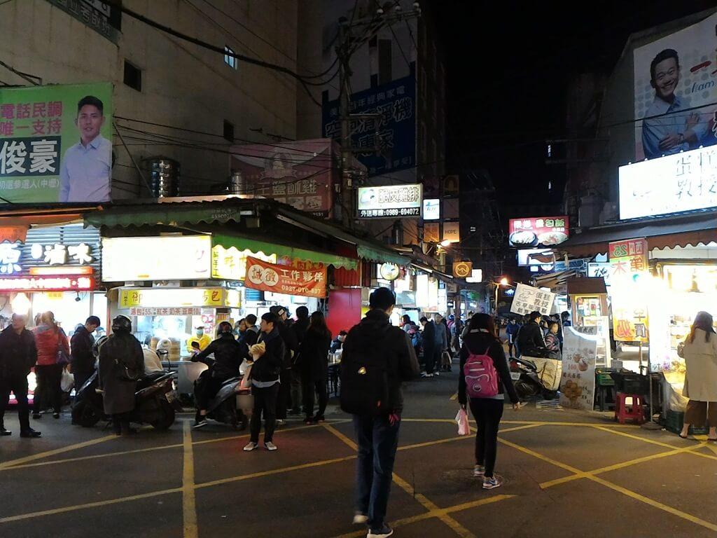 中原夜市商圈的圖片:日新路與實踐路交界的十字路口