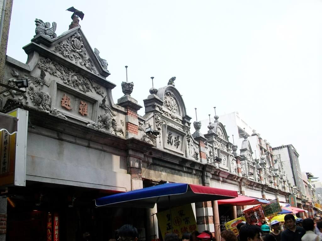 大溪老街的圖片:維持舊時代風格的老街牌樓