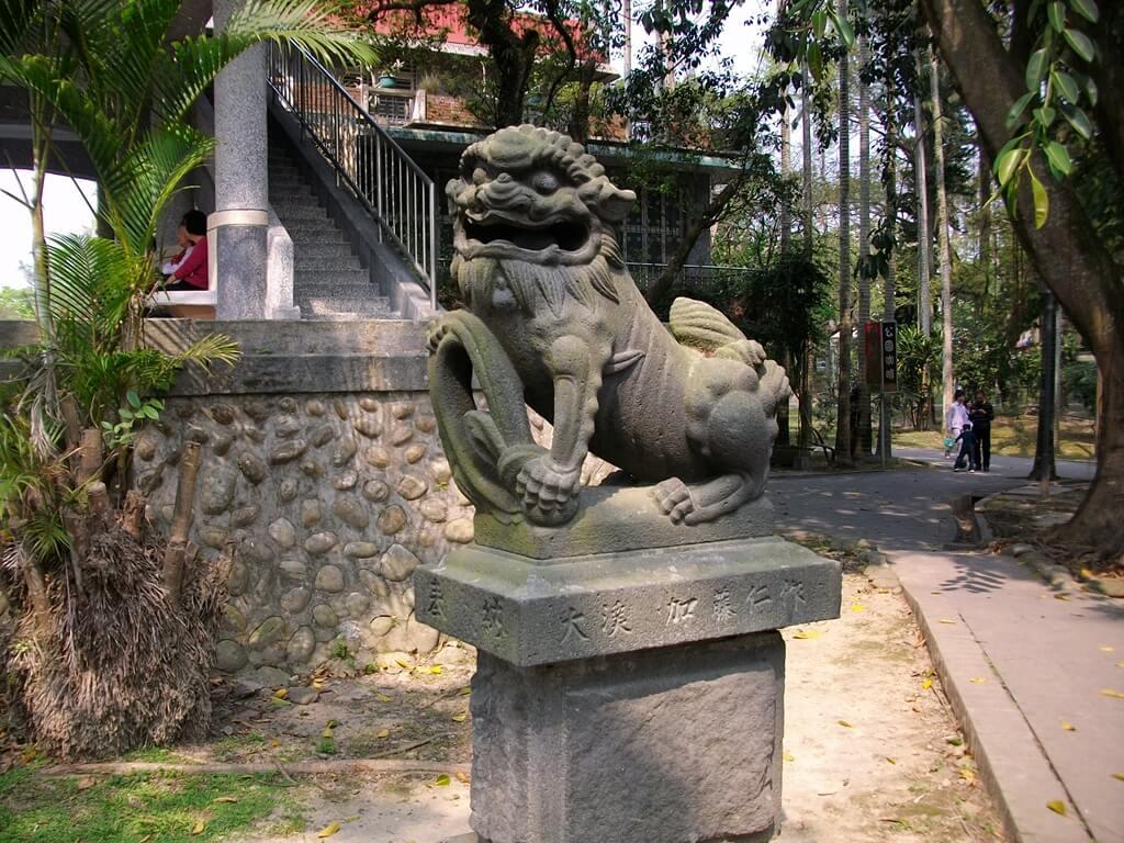 大溪中正公園的圖片:超然亭前方的石獅子