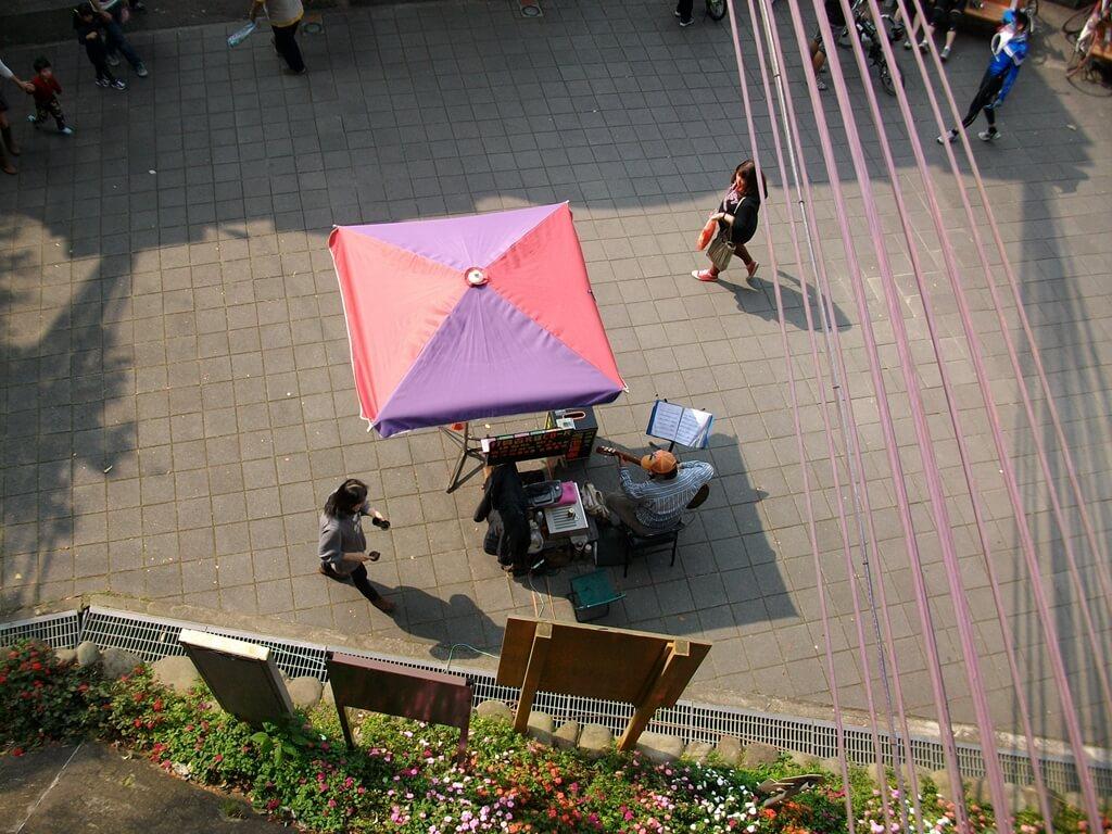 大溪橋的圖片:假日有時候可以看到街頭藝人的表演