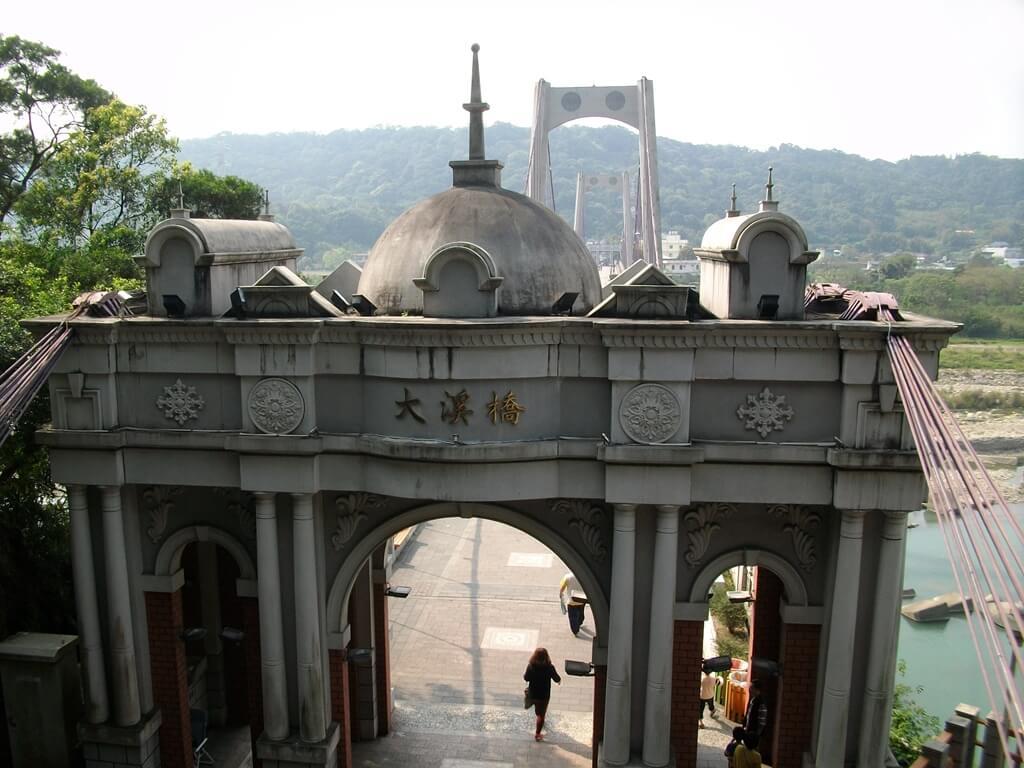 大溪橋的圖片:巴洛克式浮雕拱門上端