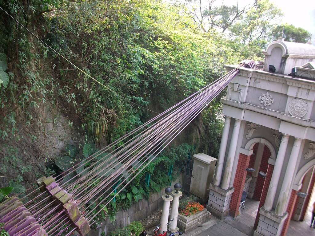大溪橋的圖片:粗壯的鋼索是吊橋的重要機構