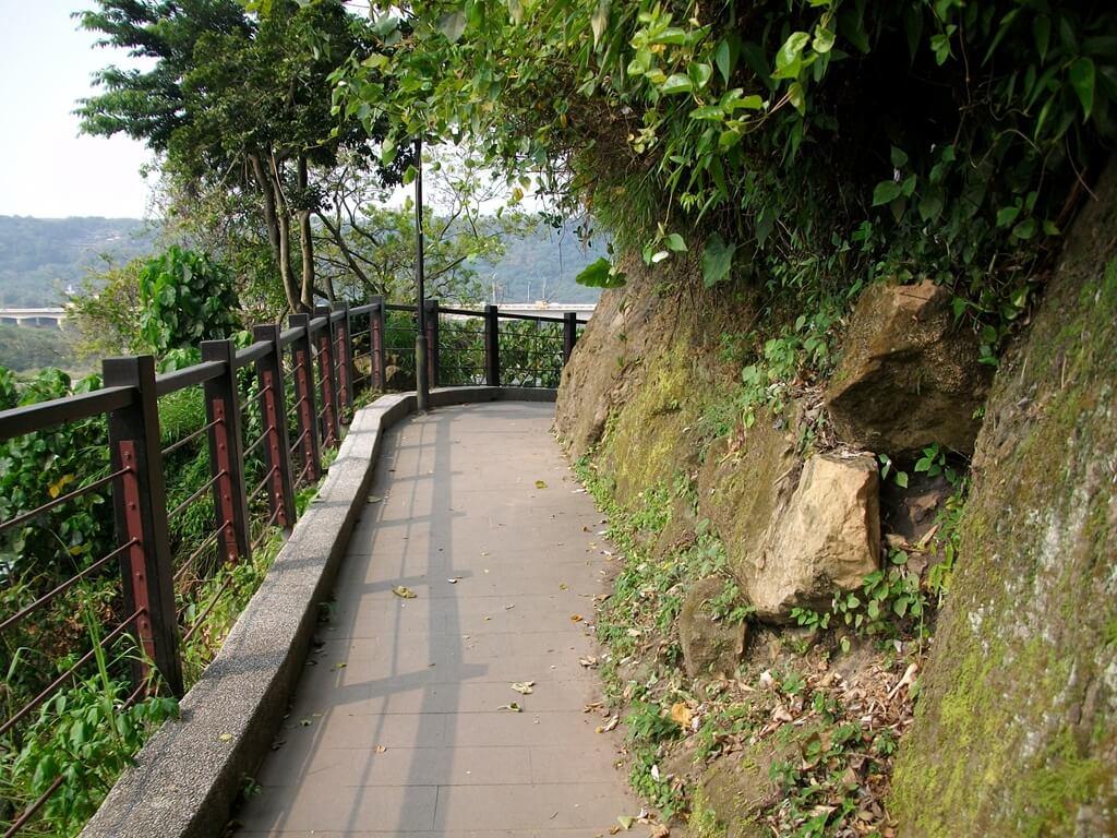 大溪橋的圖片:大慶洞旁的景觀步道