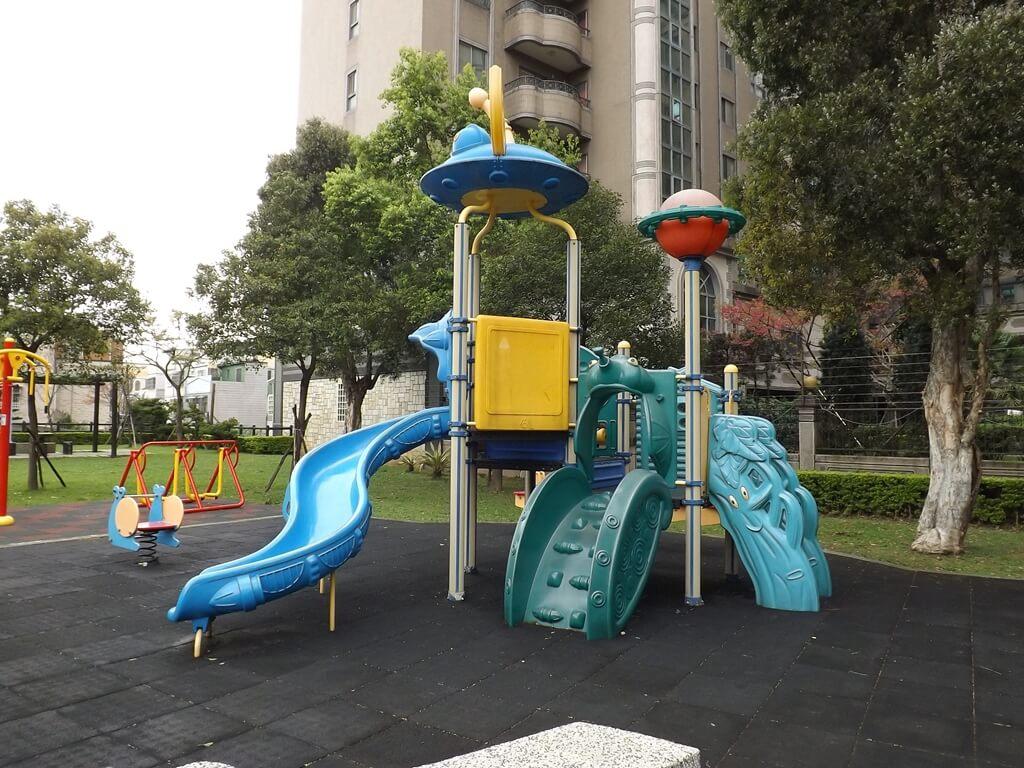 中壢甲蟲公園的圖片:兒童遊戲場