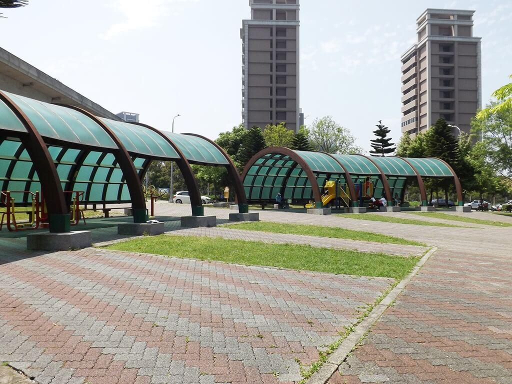 青塘園的圖片:高鐵南路二段與文德路交界入口旁的兒童遊樂區