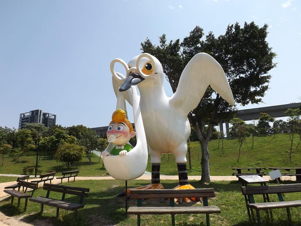 青塘園的圖片:送子鳥塑像