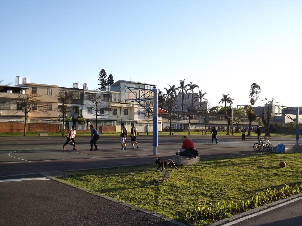 楓樹腳公園的圖片:舊籃球場