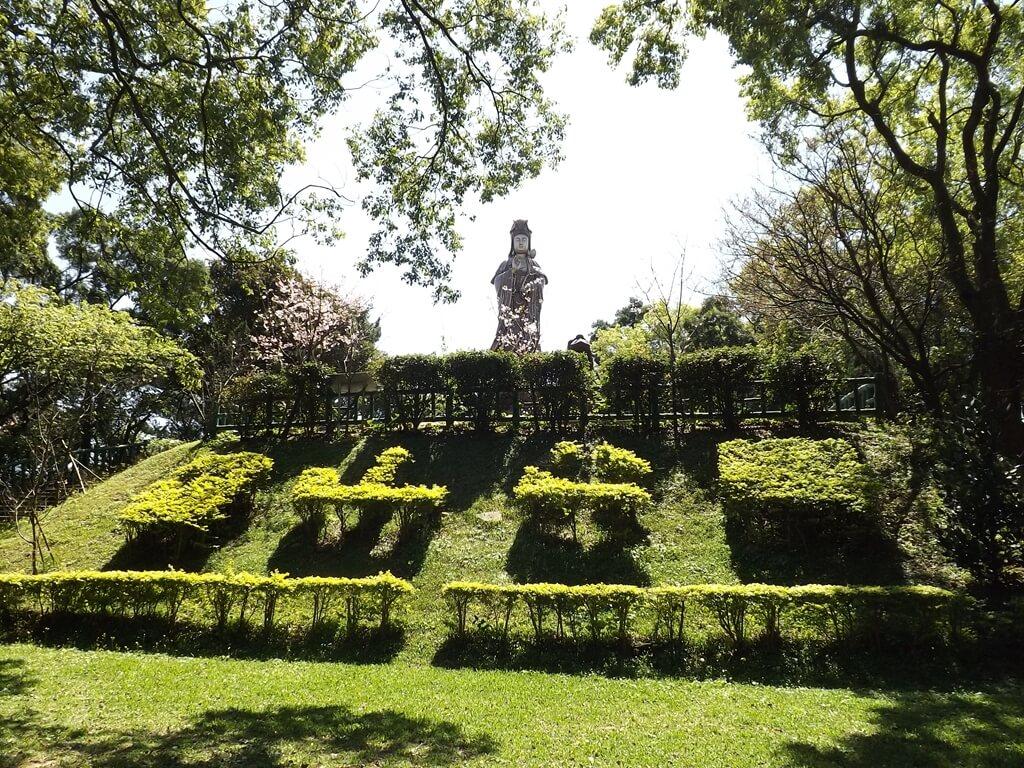楊梅貴山客家文化公園的圖片:客家茶園再往上走的小平台可以看到觀音像