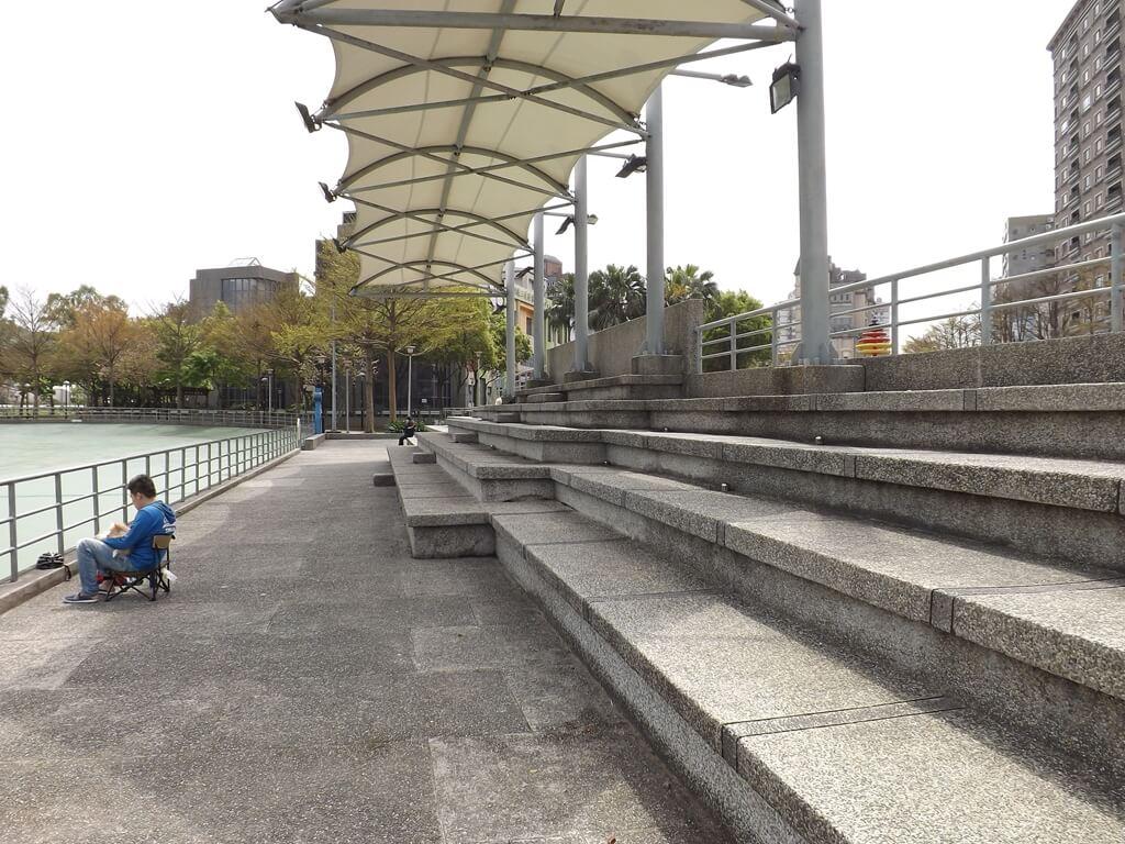 桃園市三民運動公園的圖片:溜冰場的看台