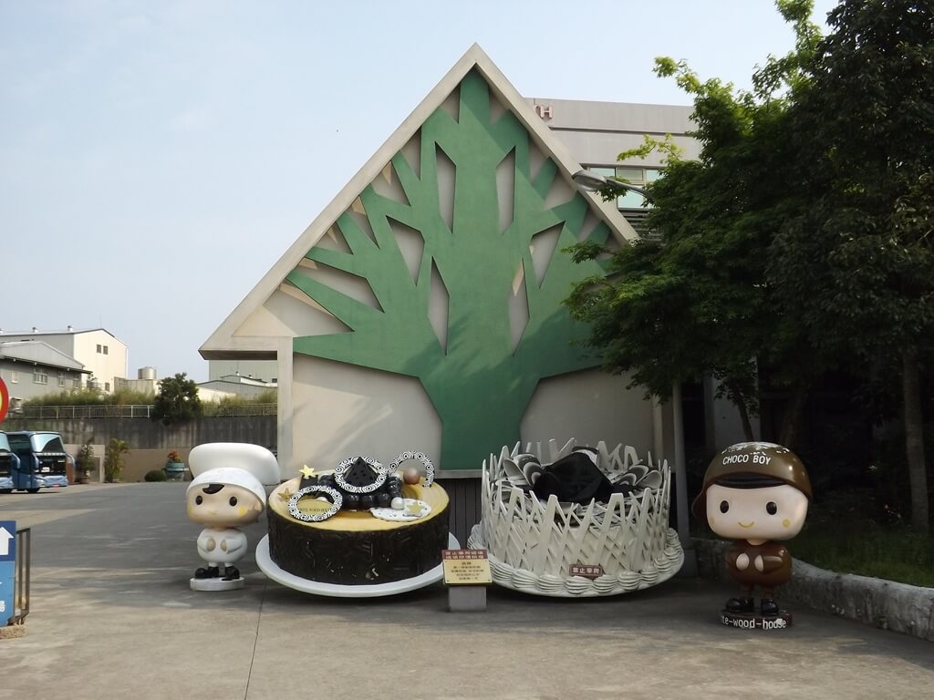 白木屋品牌探索館(停止營業)的圖片:入口大門的可愛人偶與蛋糕模型