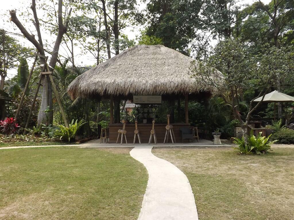 雅聞魅力博覽館的圖片:具有南洋風情的茅草吧檯