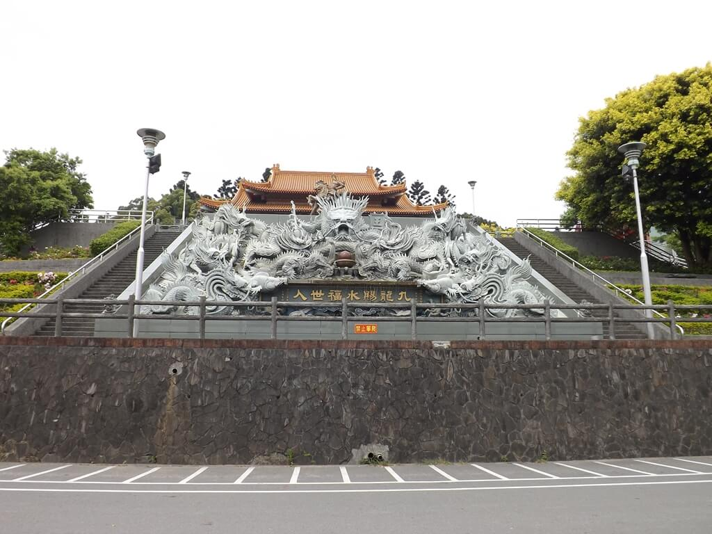 桃園明倫三聖宮的圖片:九龍賜水福世人龍雕水池