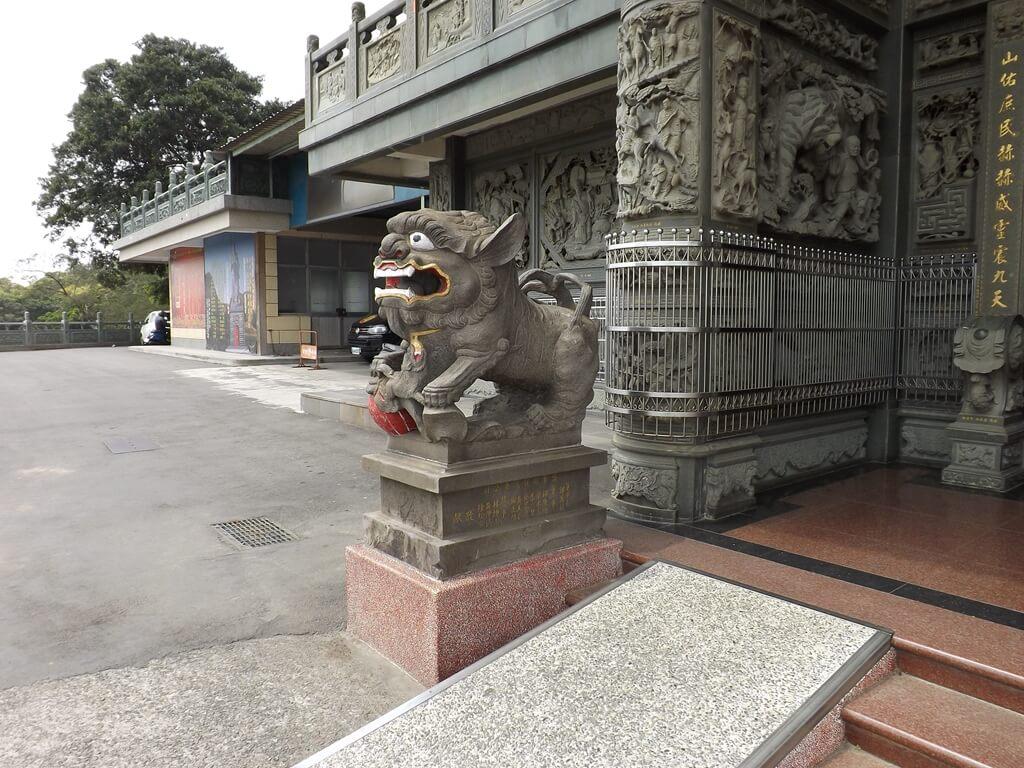 桃園明倫三聖宮的圖片:門口石獅子