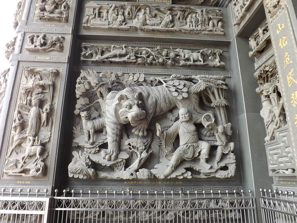 桃園明倫三聖宮的圖片:牆面上的精緻雕工