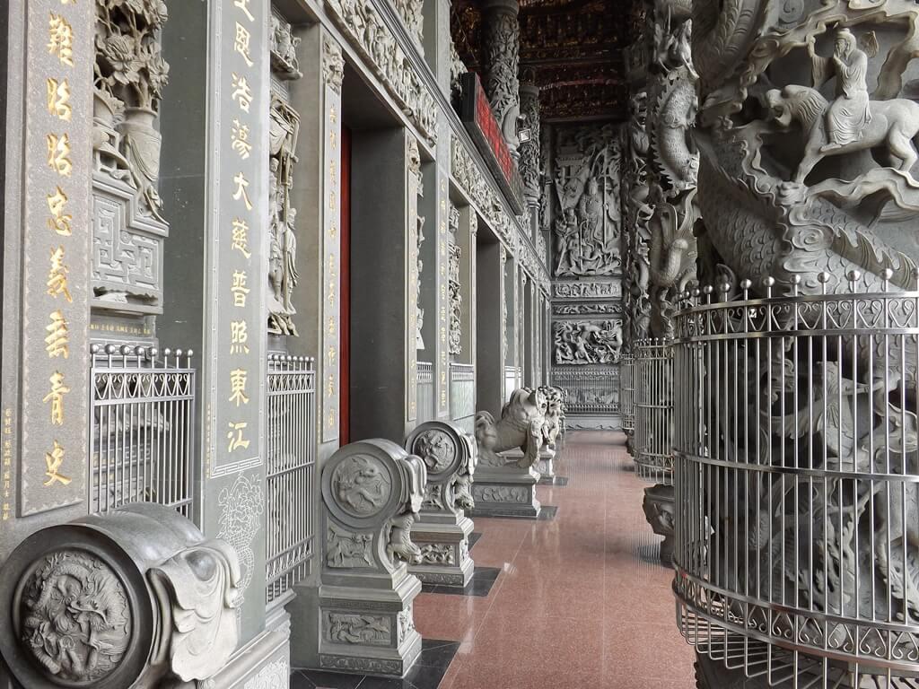 桃園明倫三聖宮的圖片:門廊佈滿了精緻雕刻圖騰