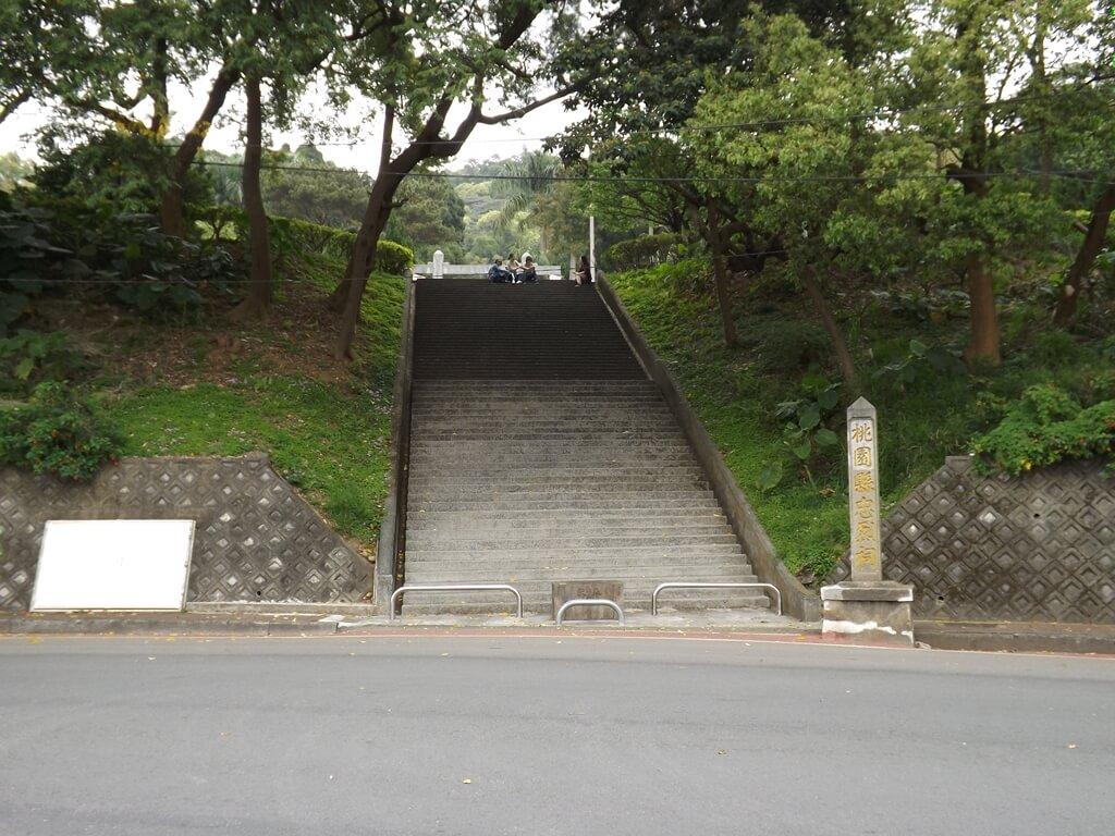 桃園市忠烈祠暨神社文化園區的圖片:成功路三段的桃園神社入口階梯